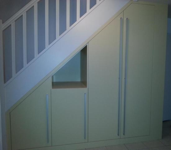 Placard sous escalier - Fabriquer placard sous escalier ...